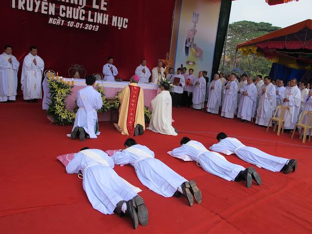 Thánh lễ truyền chức linh mục đợt I tại Quảng Bình