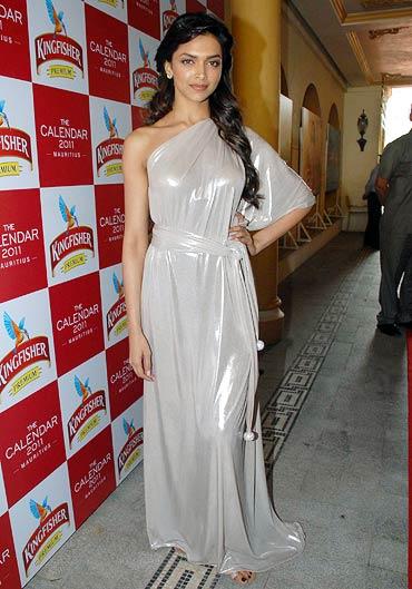 Deepika Padukone hot