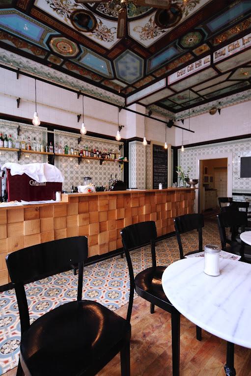 *改造中古世紀德國肉鋪的咖啡酒吧:Michael Grzesiak 保有原始彩繪磁磚! 6