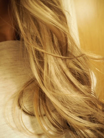 ombre, hair, hiukset, väri , värjäys, natural, luonnollinen, tukka, vaalea, liukuvärjäys, blondi, blonde ombre, hair color, long hair, curly hair, kiharat,