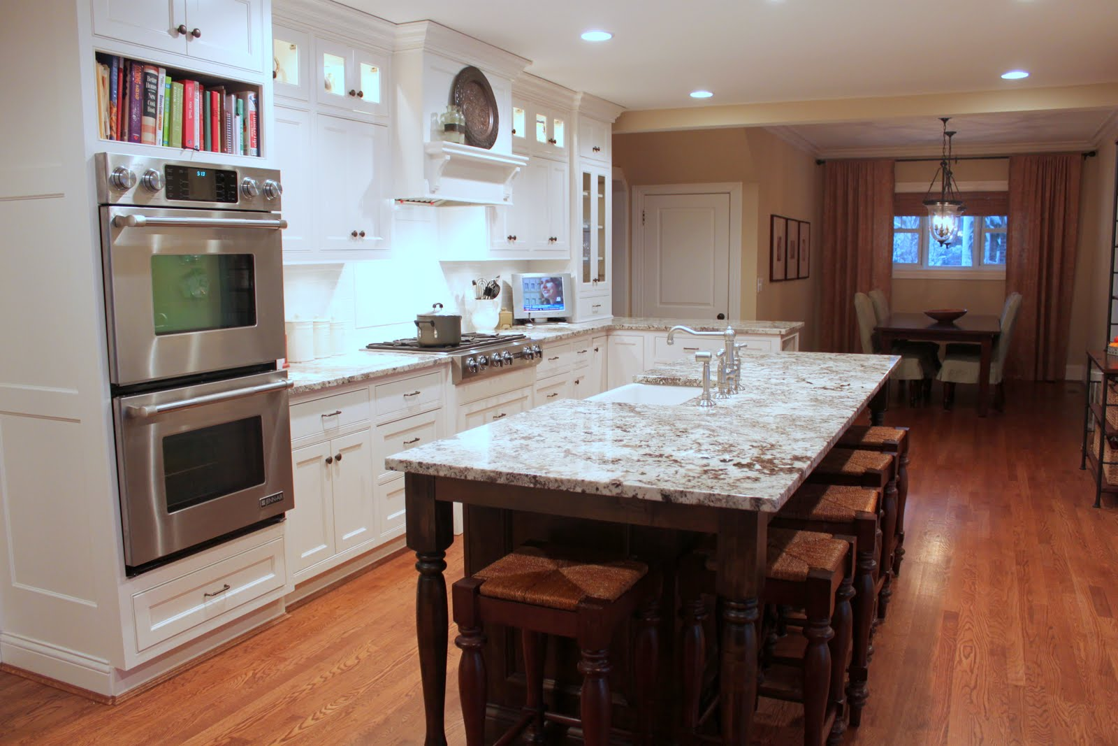Cabinets Model Casual Kitchen Table