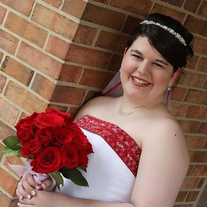 Amber Cummings Photo 30
