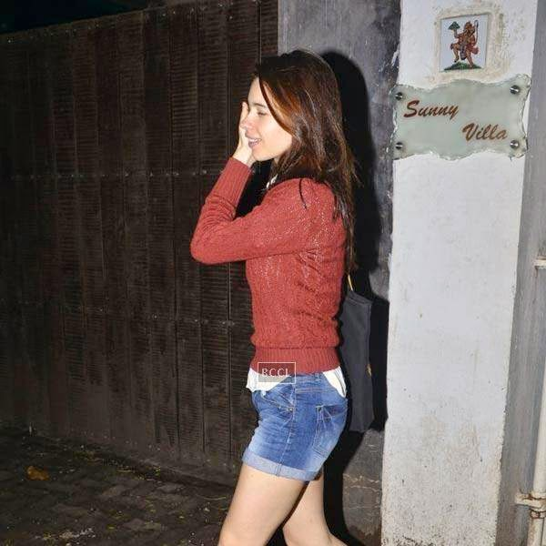 Kalki Koechlin spotted at Super Sunny Sound in Mumbai, on July 20, 2014.(Pic: Viral Bhayani)