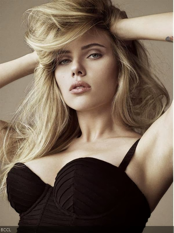 Scarlett Johanson: Scarlett Johanson's curves are extremely appealing. She is sexy and that vulnerable look on her face makes the package incredibly captivating.