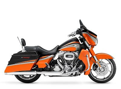 2011-Harley-Davidson-FLHXSE2-CVO-Street-Glide-b