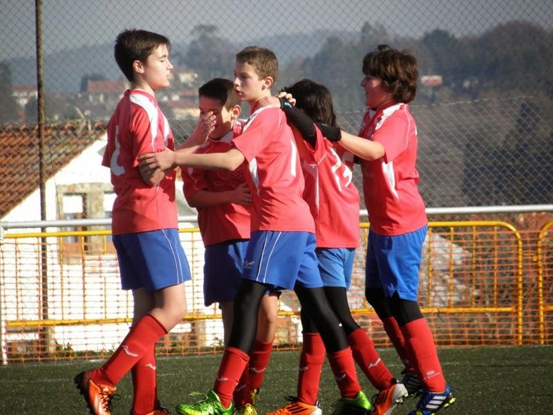 Infantís celebrando un gol fronte o Meirás (Prados Vellos 11/01/2014)