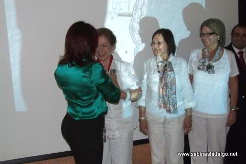 Entrega de medalla al Club de Damas de Sabinas Hidalgo en San Nicolás