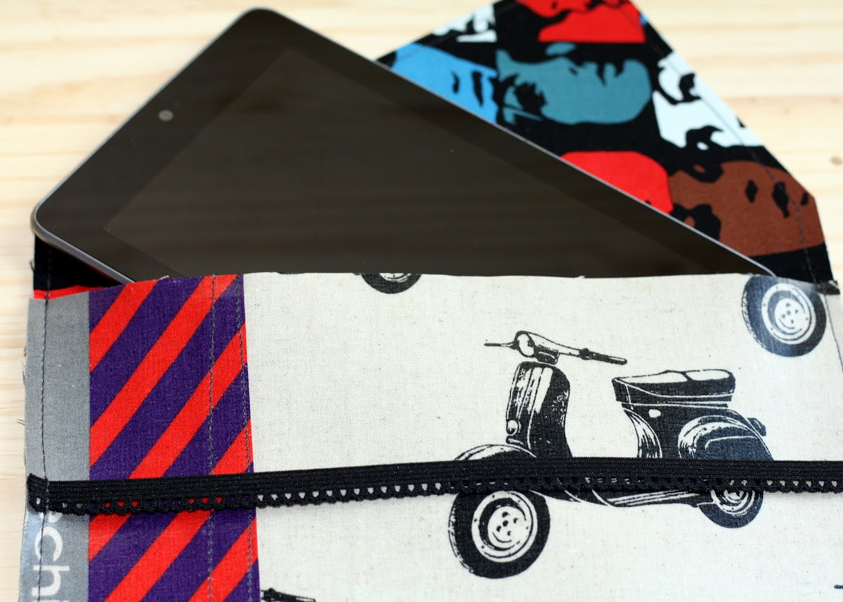 Tablet Clutch Tutorial for your Nexus 7 featuring laminate from Casa Crafty || Made with Moxie