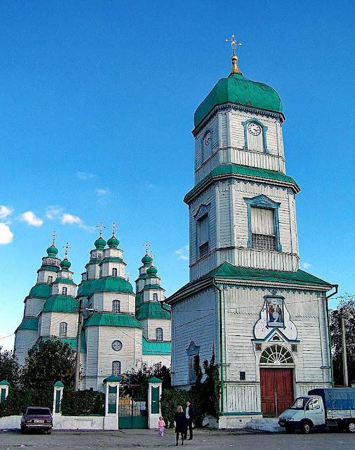Троїцький собор у Новомосковську із дзвіницею