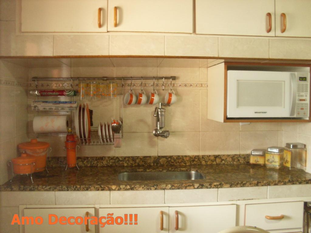 decorar cozinha velha:Essa é minha cozinha!!!!! e o meu presente é uma mesa nova!!