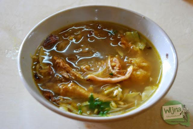 Soto Lenthok 21 di Jl. Sugeng Jeroni, Jogja antrinya lama banget tapi rasanya enak dan murah