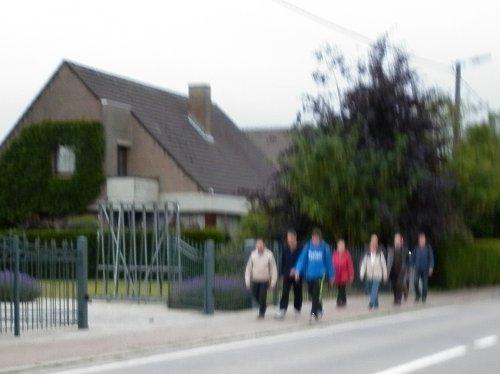 Op maandag 13 juni trokken een tiental mensen met kwb gooik & en strijland te voet naar Halle.