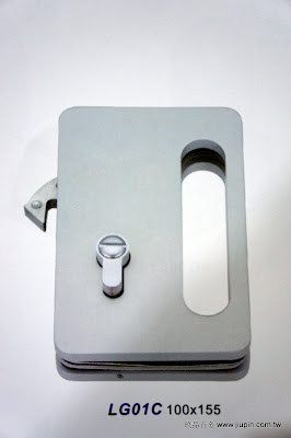 裝潢五金 品名:LG01A-玻璃橫拉門鎖 規格:100*155MM 型式:房間/浴室用 價格:$4800/組 顏色:霧白色 玖品五金