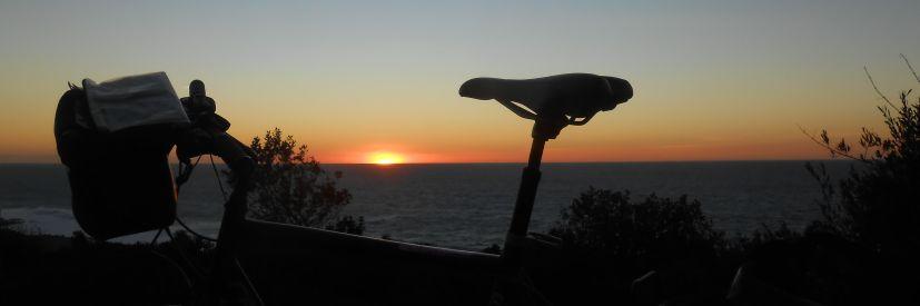 20. Dez. 2013 Sol Invictus: Sonnenuntergang mit Ridgeback Rapide Velocity im Atlantik am nordwestlichen Punkt Afrikas, dem Cap Spartel