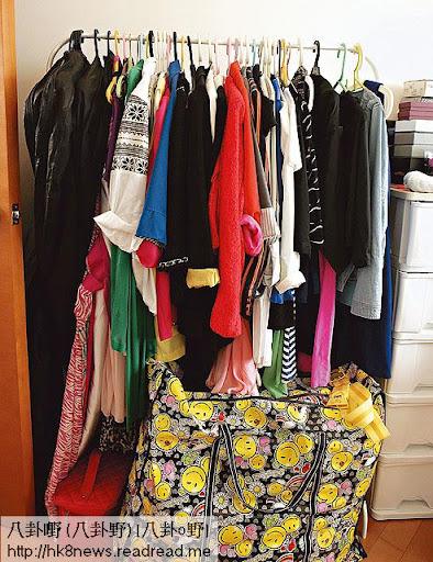 對於莊思明來說,房間一個衣櫃似乎唔夠,要整多個架掛衫,「掛喺度嘅衫係我經常著,啲衫放衣櫃太耐會好焗㗎。」
