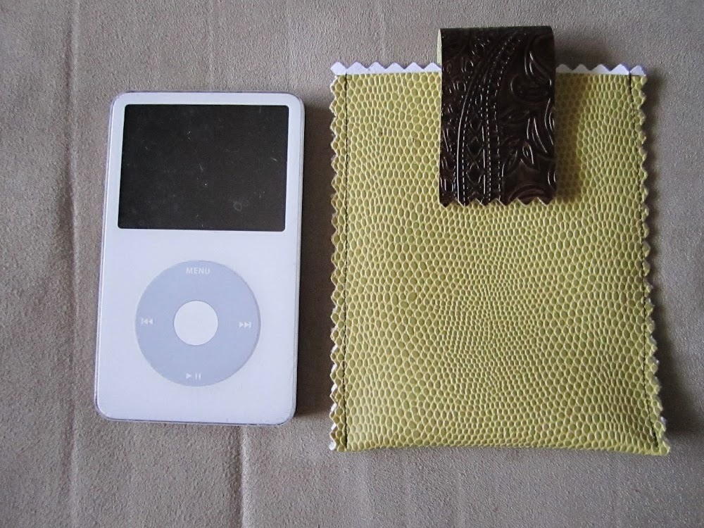 iPod Sleeve | Clever Sewing Projects To Upcycle Fabric Scraps
