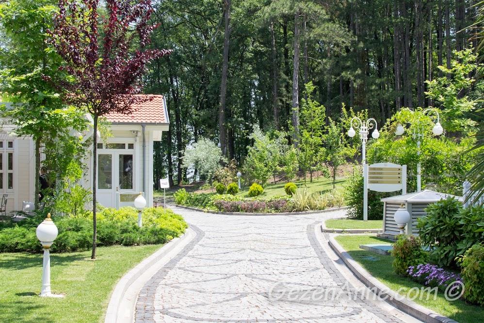 Limak Thermal Otel bahçesi