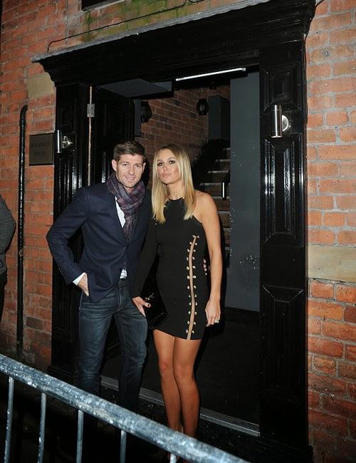 Bà xã Gerrard sexy đi ăn tối với chồng