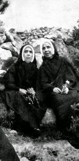Irmã Lúcia, Madre Manuela de Brito e o Cón. José Galamba de Oliveira, 1946-05-21, Santuário de Fátima