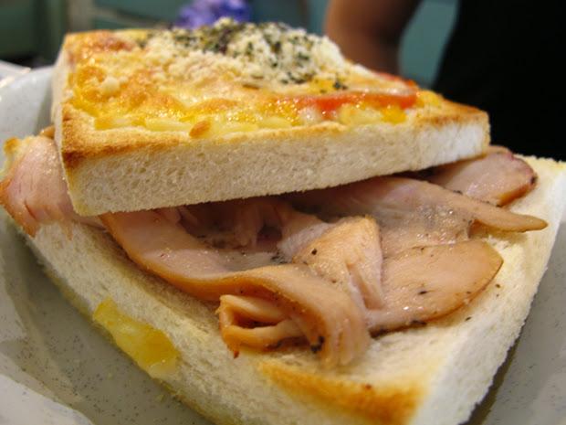 焗烤千層土司(紅醬煙燻雞肉)-來張近拍-台中咖啡館-拾光機。壹号
