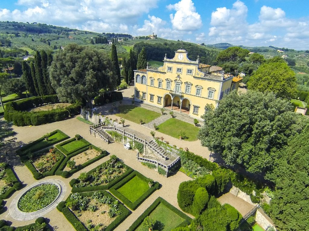 Italy: Mona Lisa's villa up for sale in Italy