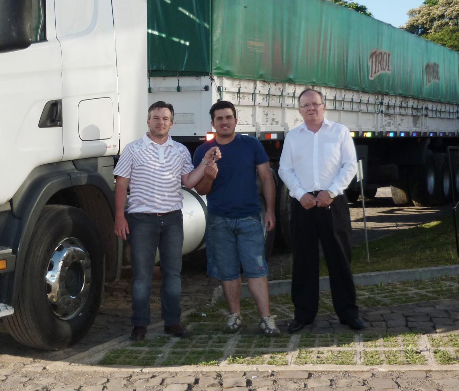 Transportadora JL de Canoas-RS retirou caminhão e implemento usado P1060492