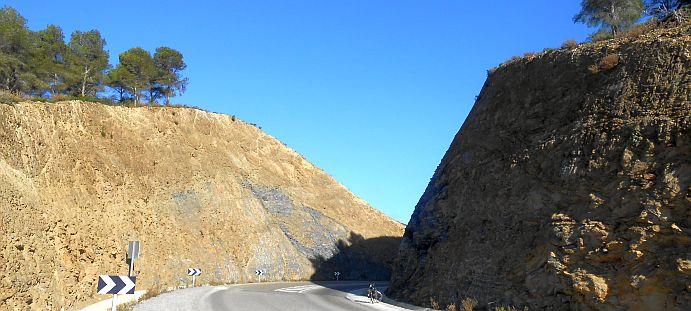 Danke, Dynamit! Gesprengter Durchlass auf der Route Nationale 16 zwischen Tétouan und Oued Laou