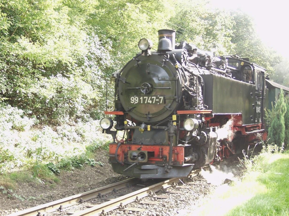Dampflok betriebene Kleinbahn von Radebeul nach Moritzburg
