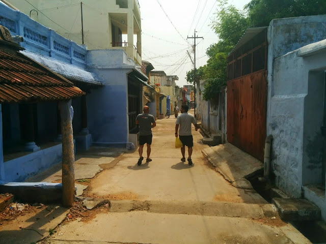 Walking through the small lanes of Kallidaikurichi