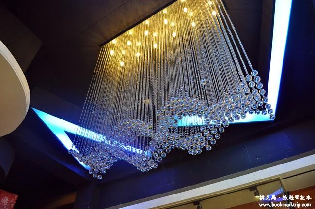 淺田屋日式料理天花板的水晶垂簾燈飾