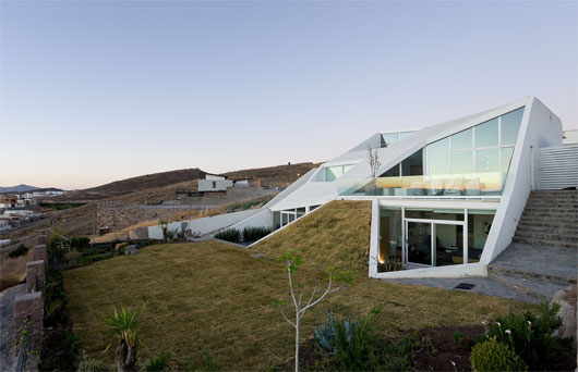 Home Design and Architecture: White House In The Mountain