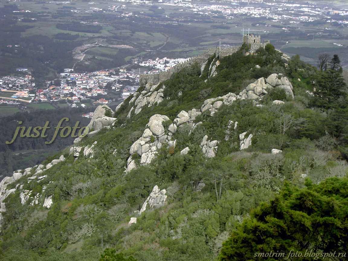 Замок Мавров с высоты Pena Palace фото