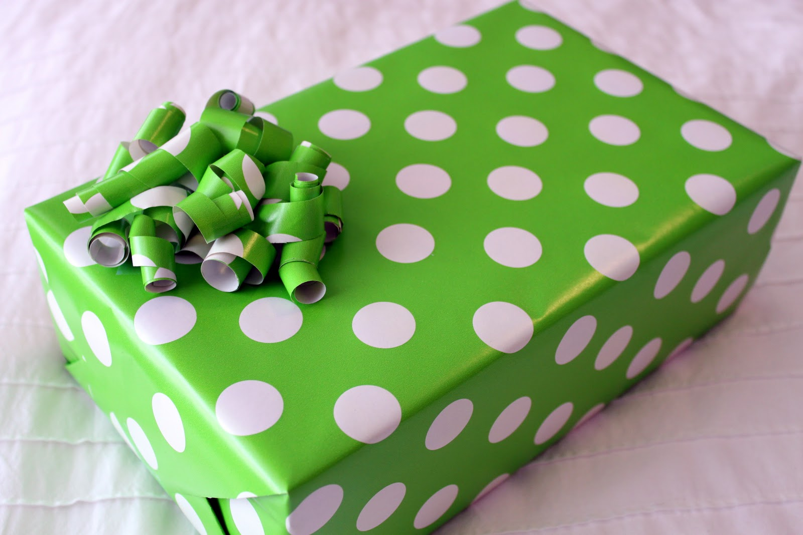 Simply Julie: Wrapping Paper Bows