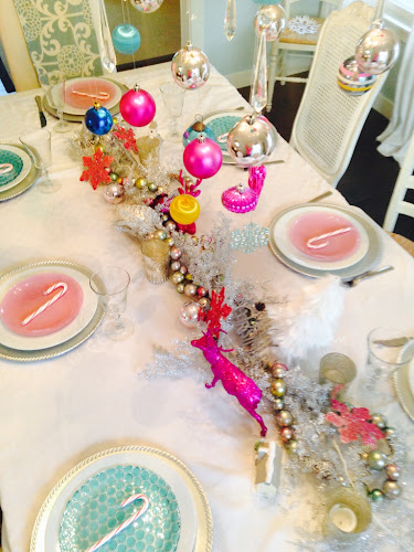 Pink and turquoise Christmas table