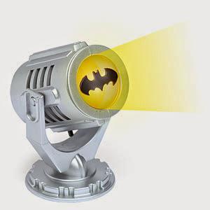8 - Amante del celebre uomo pipistrello: stupitelo con il mini bat-segnale portatile.