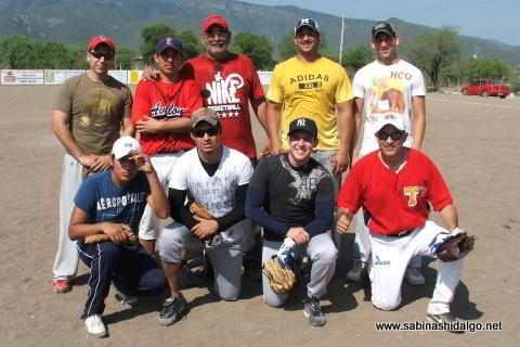 Equipo Ponchados del torneo de softbol del Club Sertoma