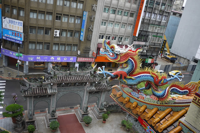 view of street from Chingfu Kung (景福宮) in Taipei