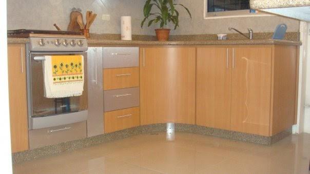 Inversiones gramiel m j c a cocina color haya con for Granito color beige