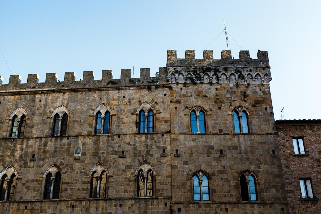 готический дворец городского совета Палаццо деи Приори