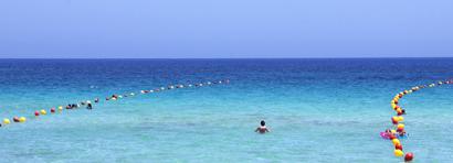 Palermo - Baden im Meer bei Mondello.