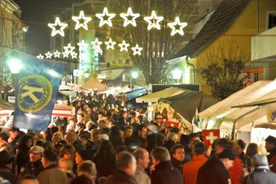 Bewährt haben sich die längeren Abendöffnungszeiten beim Weihnachtsmarkt am Lindle.
