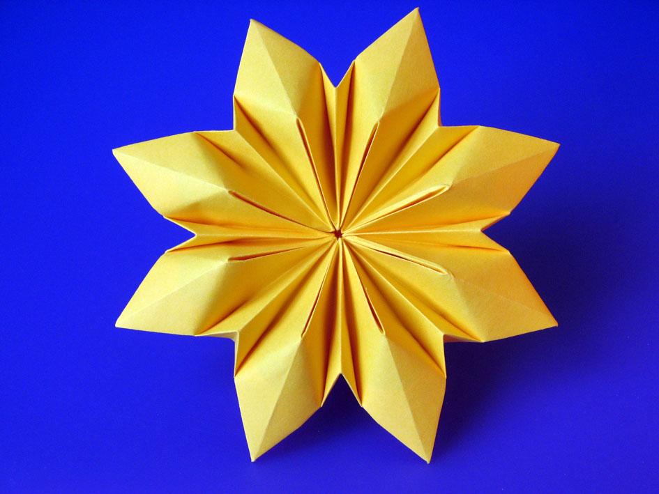Origami Fiore Octopetalus by Francesco Guarnieri