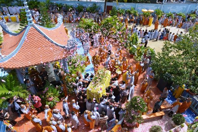 Tang lễ Sư Bà Hải Triều Âm: Lễ nhập bảo tháp
