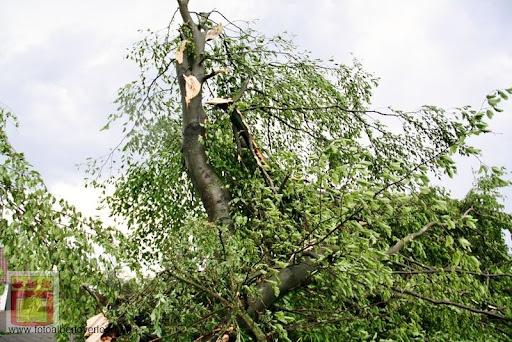 Noodweer zorgt voor ravage in Overloon 10-05-2012 (10).JPG