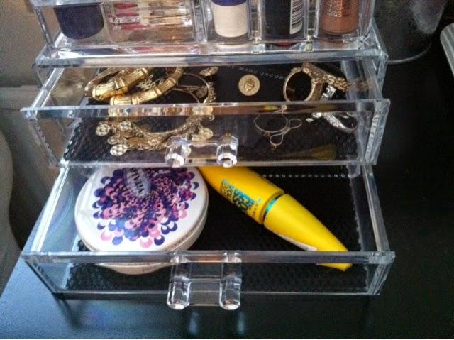 meikkien säilytysrasia, meikit, kosmetiikka, säilytysrasia, kirkas rasia, makeup organizer, make-up sotrage box,