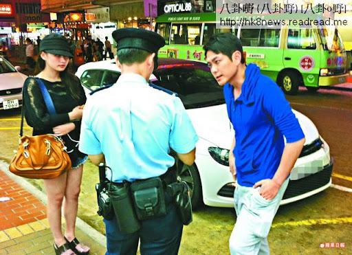 藝人蕭正楠駕駛的白色私家車撞及小巴,事後與緋聞女友何傲芝向警員講述情況。鄭大康攝