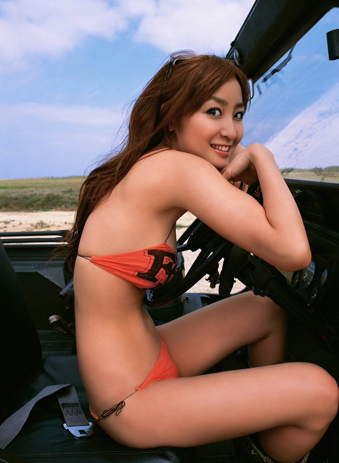 girlz pic aya kiguchi on jeep