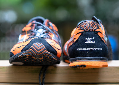 Mizuno Wave Universe 4 front and back