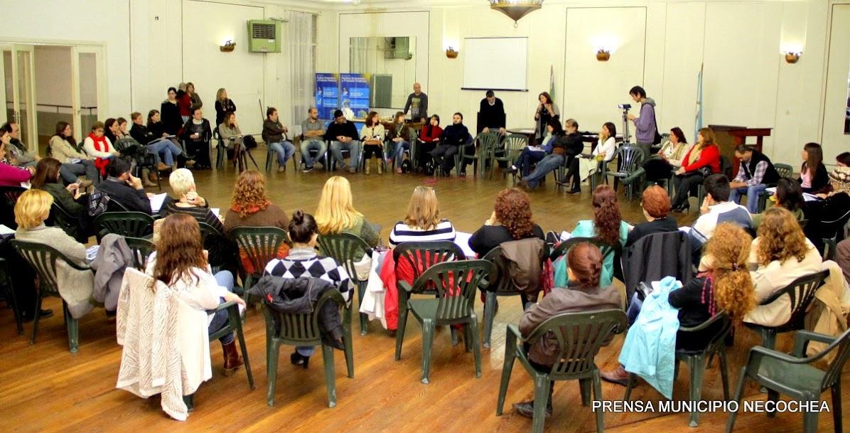 Salón de Actos de la Municipalidad de Necochea, la reunión del Consejo Local de Promoción y Protección de los Derechos del Niño,