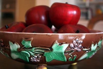 伦敦碗里的木苹果